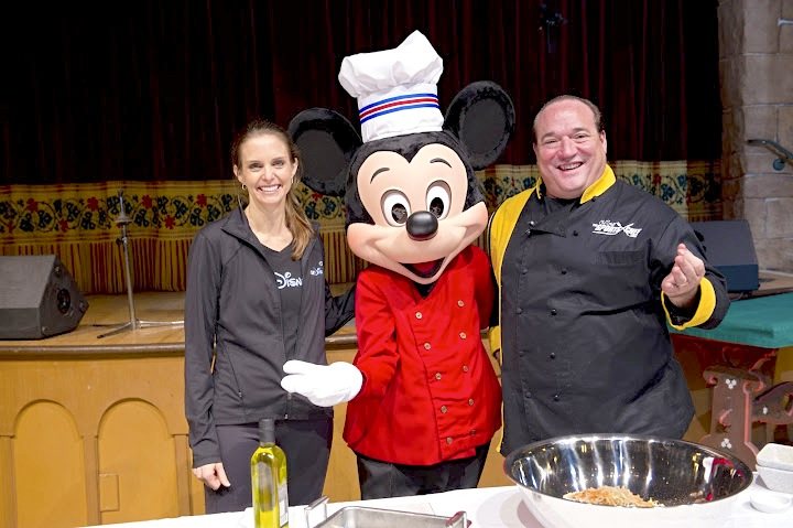 official-runDisney-nutritionist-Tara-Gidus-chef-mickey