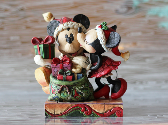 Mickey and Minnie Christmas - Frugalbeautiful.com