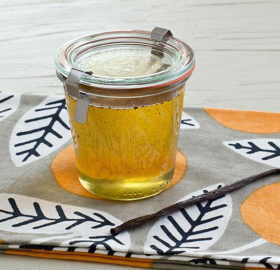 Homemade Vanilla Syrup - mason jar cocktail gift idea