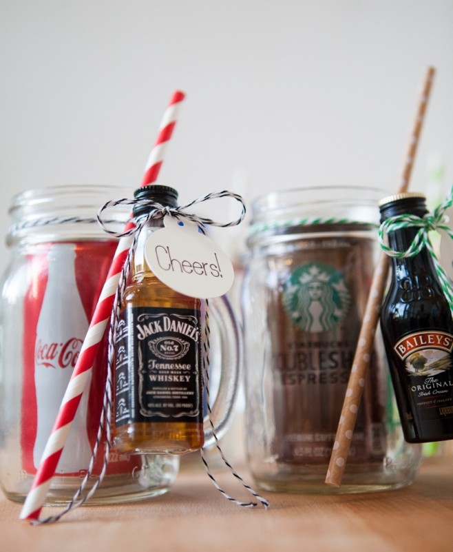Adorable cocktail kits in a mason jar- see full tutorial. & 20 DIY Cocktail Mason Jar Gift Ideas - Frugal Beautiful