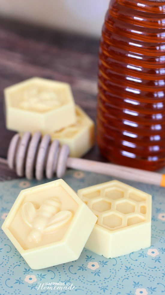 10-Minute-DIY-Milk-Honey-Soap
