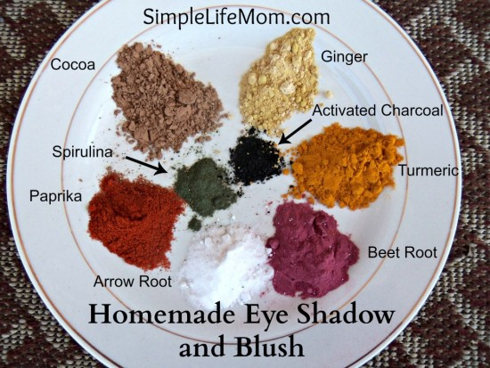 homemade-eye-shadow-and-blush-with-labels-1024x768